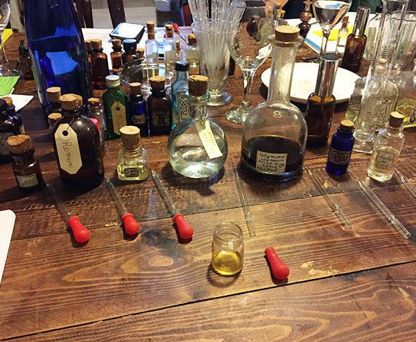 cuales son los materiales par hacer un perfume